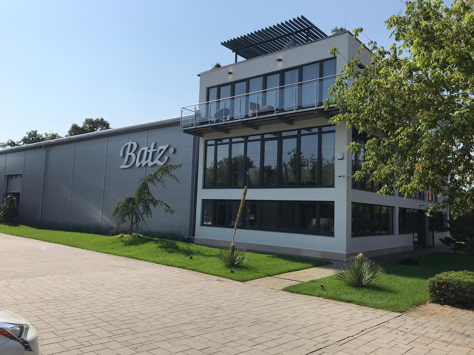 Gyártóhely és irodák Pomázban