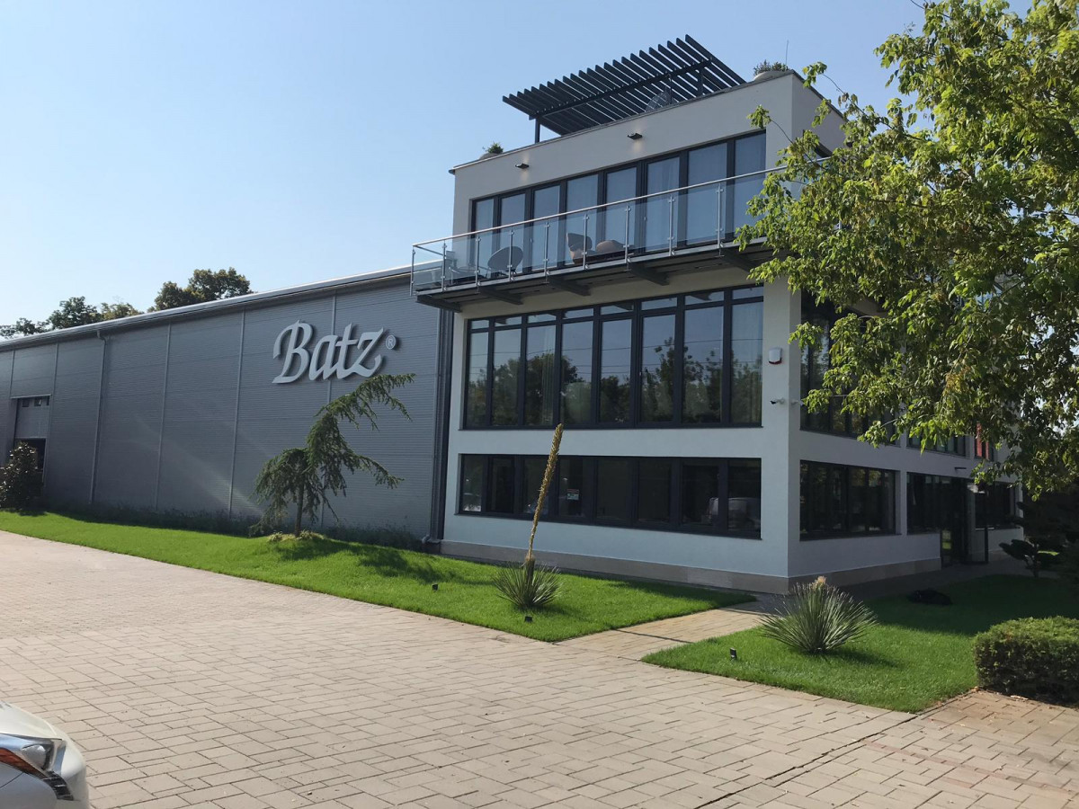 Manufacturing facility and offices in Pomáz, Hungary